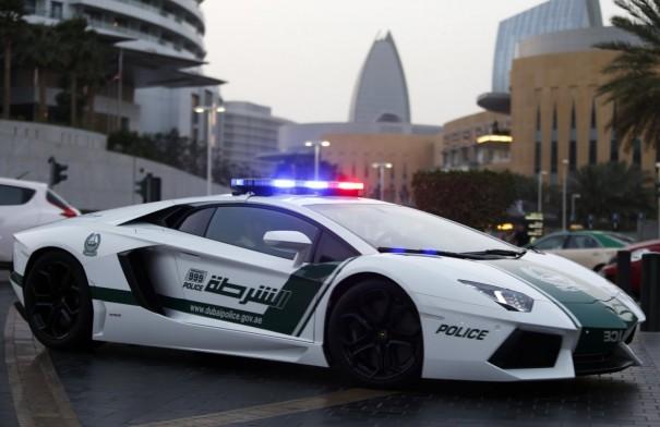 lamborghini aventador policia dubai
