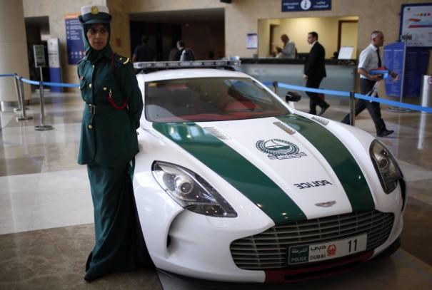 Aston Martin One-77 policia dubai