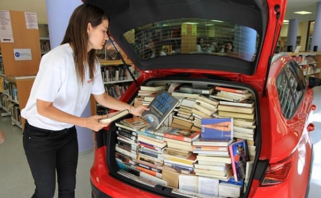 libros maletero de un coche
