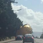 minion gigante carretera