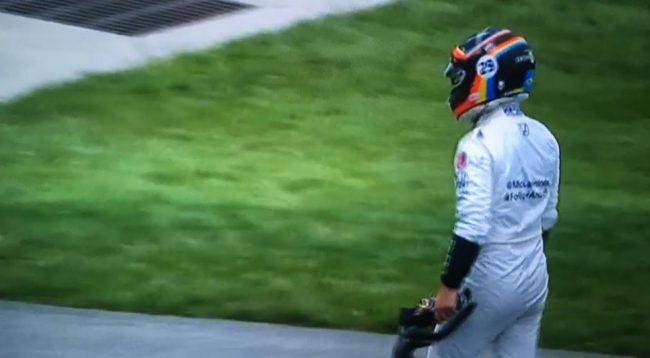 Fernando Alonso abandona las 500 millas de indianapolis
